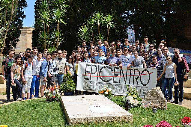Alessano: pellegrinaggio sulla tomba di don Tonino Bello