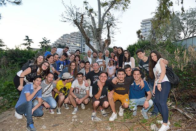 Foto di gruppo dopo aver piantato l'olivo